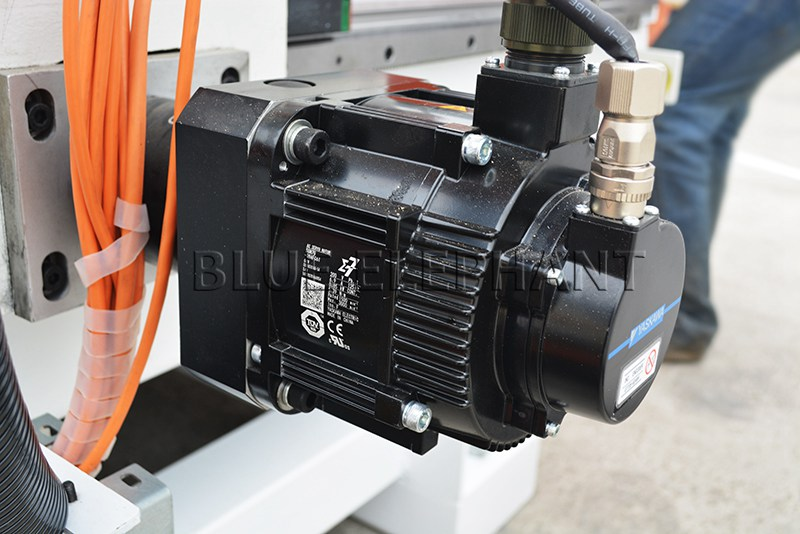 yaskawa servo motor for 1530 3 axis cnc router for wood furniture