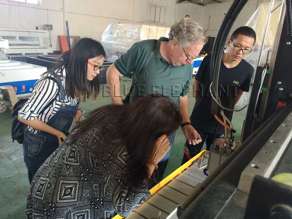 American customers and his wife visited our factory