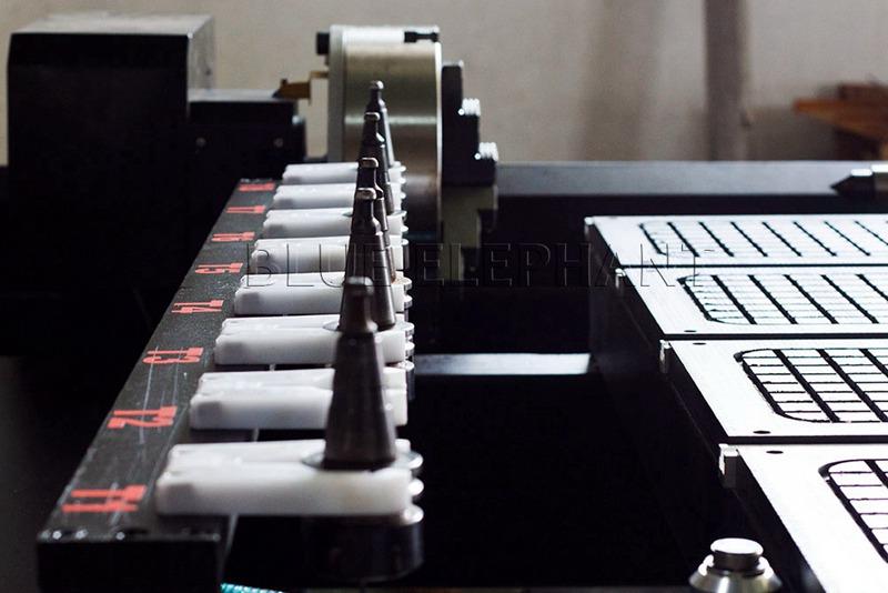 ATC gereedschapswisselaar magazijn van 1530 4 as lineaire automatische gereedschapswisselaar houtbewerkingsmachine