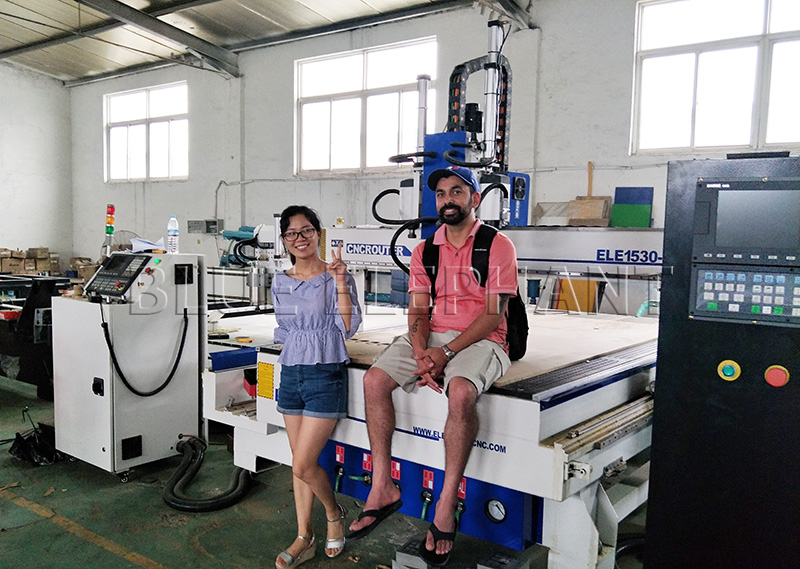 customer from canada came to our factory