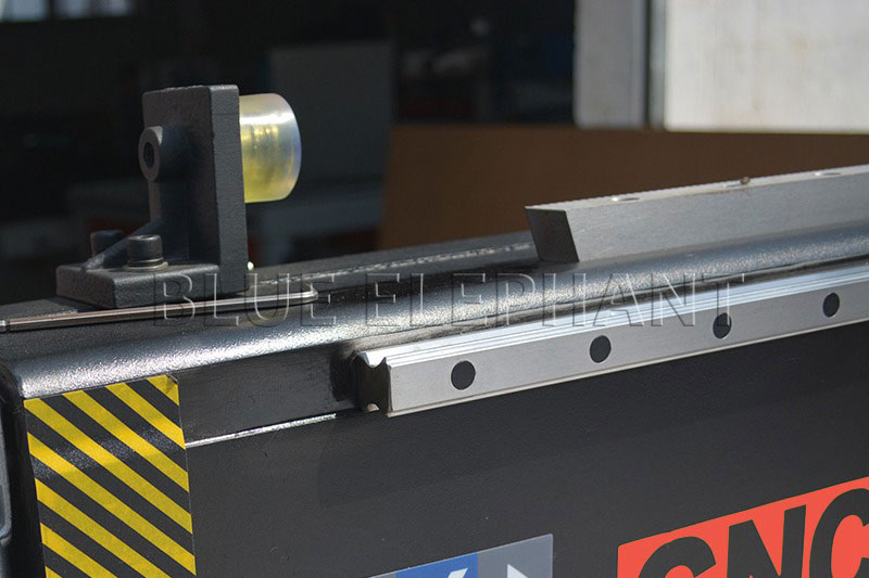 soft limit and linear rail of 1530 pneumatic system double spindles 4 axis cnc router