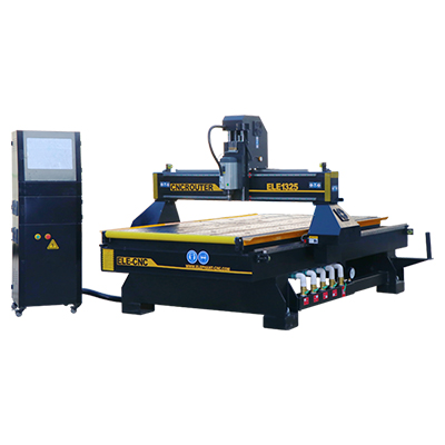 1325-CNC-mit-Roller-in-Front