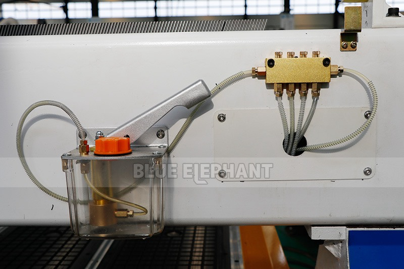 1325 CNC Router 4x8 cnc kit of oil system, very important in cnc router maintenance