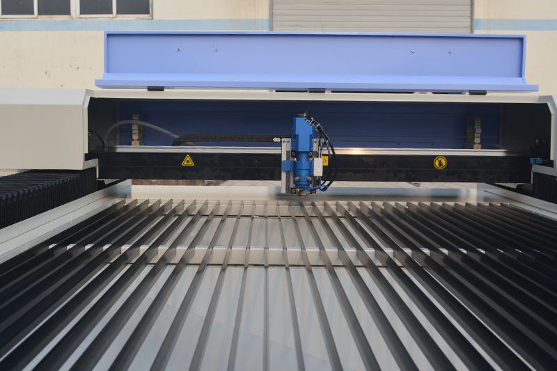 working-table-of-1325-mix-cut-blue-laser
