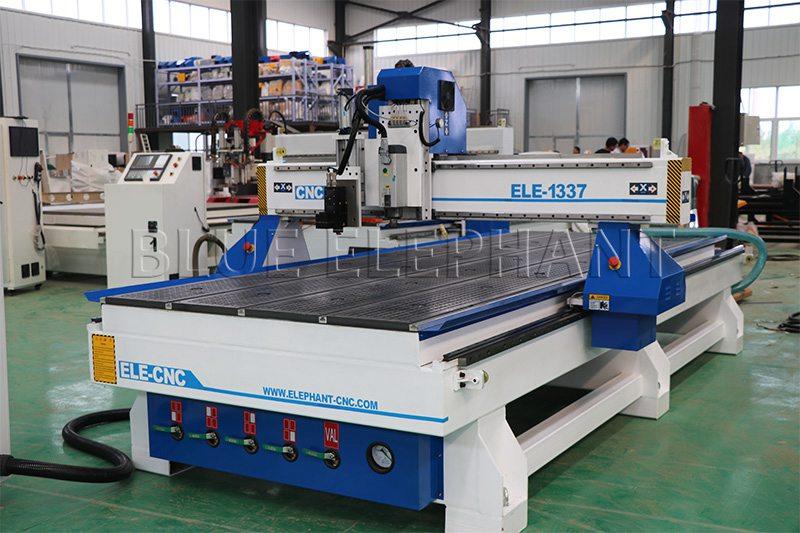 1337 oscillating knife cutting machine in factory
