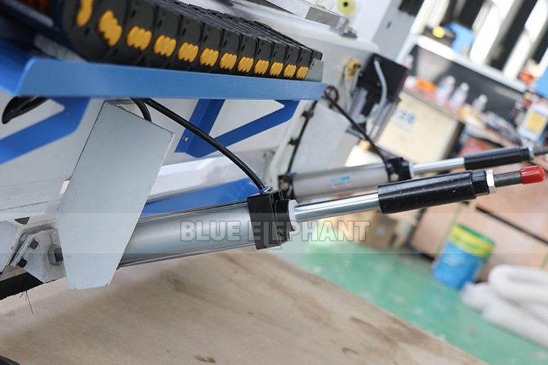 راوتر CNC من الخشب ELECNC-1325 مع مغزل 4 (3)