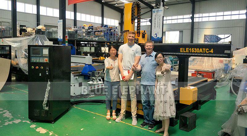 Finnischer Kunde besucht unsere Fabrik