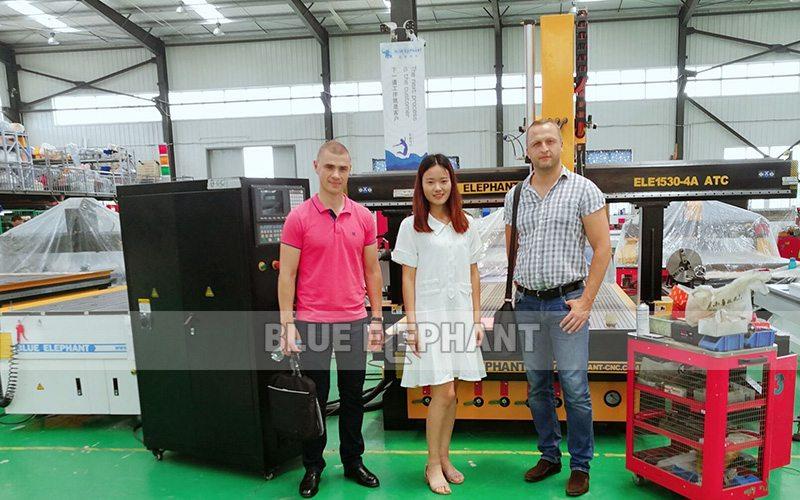 Wit-Russische klant bezoekt CNC-plasmasnijder (1)