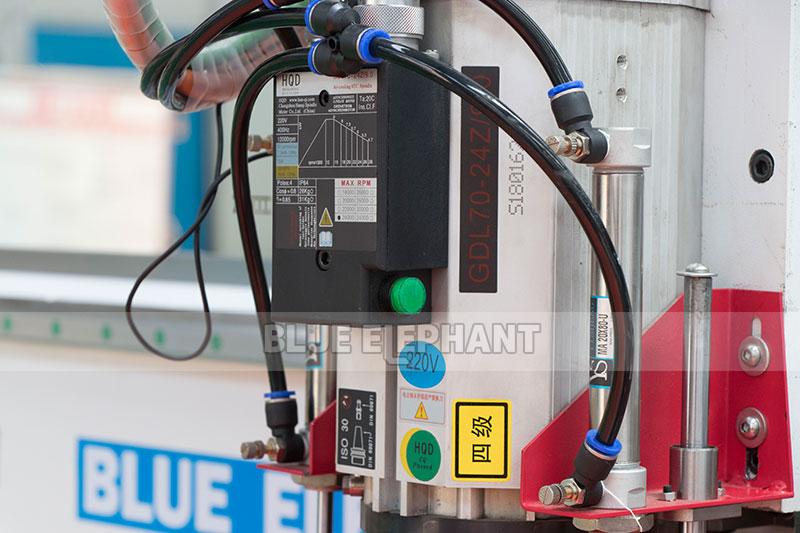 Centros de usinagem CNC Nesting ELECNC-1530 para móveis de madeira (2)
