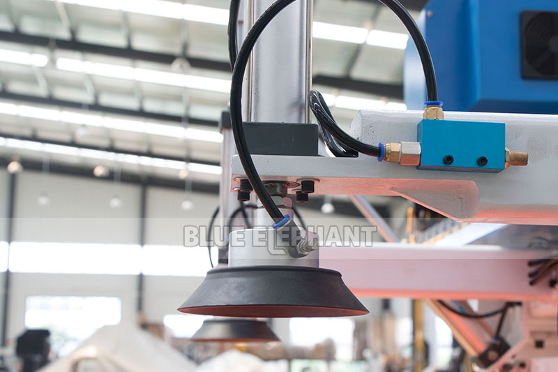 Centros de usinagem CNC Nesting ELECNC-1530 para móveis de madeira (22)