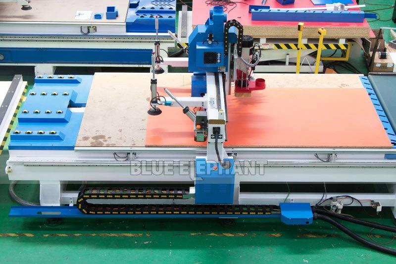 Centros de usinagem CNC Nesting ELECNC-1530 para móveis de madeira (3)