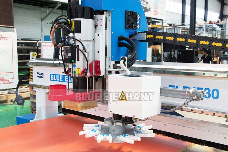 Centros de usinagem CNC Nesting ELECNC-1530 para móveis de madeira (7)