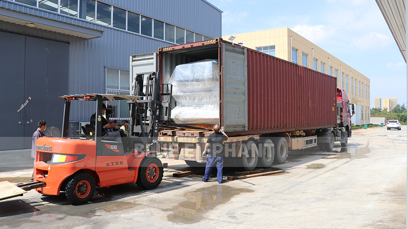 Packaging and delivery of CNC router machines (9)