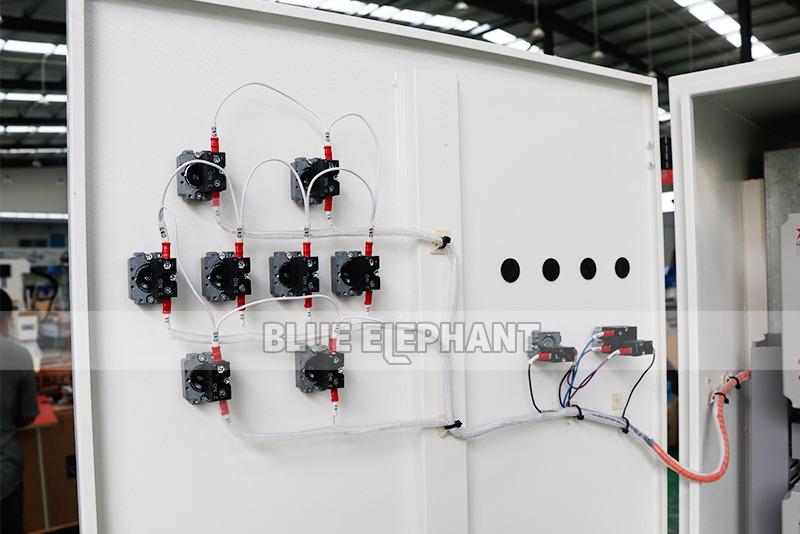 ELECNC-1821 Multi 8 шпиндели Деревообрабатывающий станок с вращающимися устройствами (7)