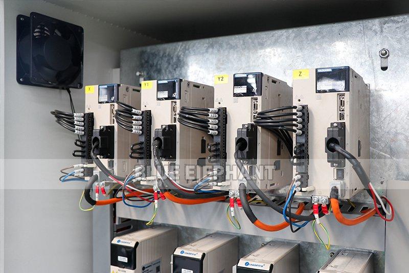 ELECNC-1821 Multi 8 шпиндели Деревообрабатывающий станок с вращающимися устройствами (9)