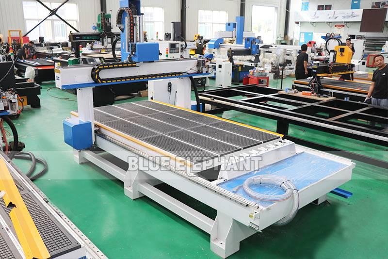 ELECNC-1530 4Axis ATC Holzbearbeitungsmaschine zum Gravieren von Holzskulpturen (9)