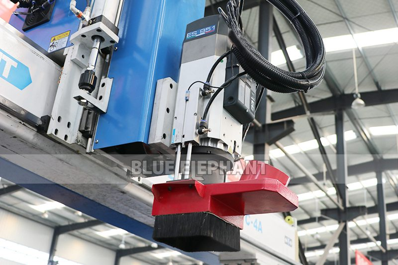 ELECNC-2030 4 Axis Linear ATC CNC Дереворежущий станок (10)