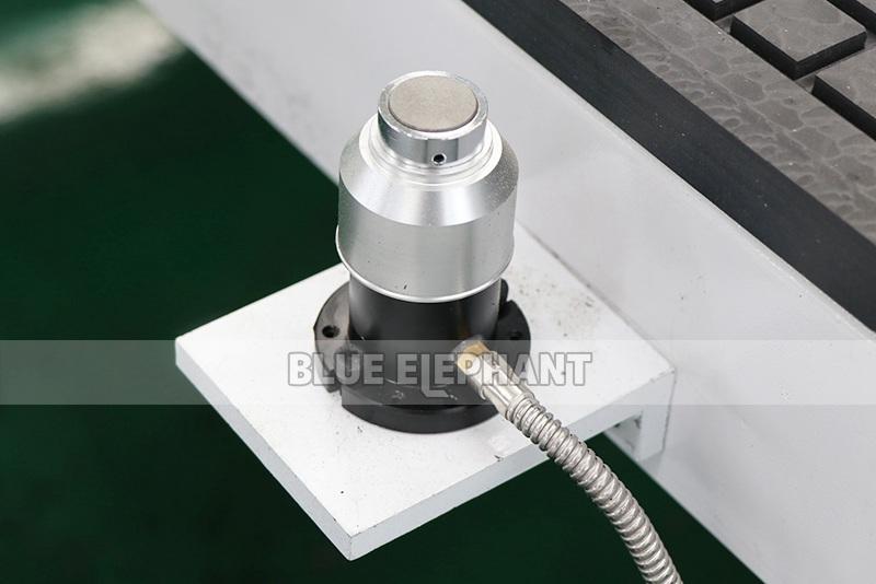 ELECNC-2030 4 Achse Linear ATC CNC Holzschneidemaschine (3)