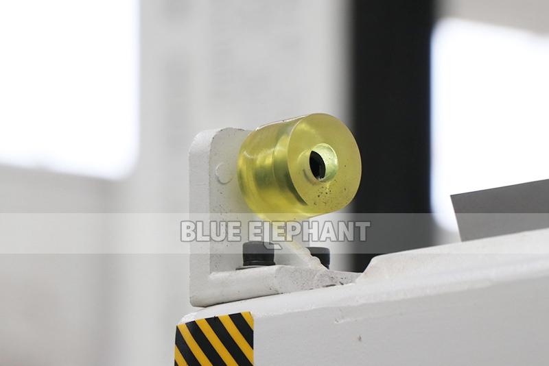 ELECNC-2030 4 Axis Linear ATC CNC Дереворежущий станок (4)