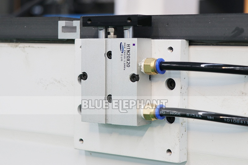 ELECNC-2030 4 Axis Lineaire ATC CNC houtsnijmachine (6)