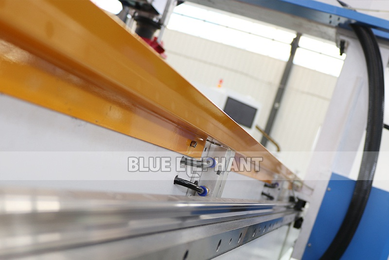 ELECNC-2030 4 Axis Linear ATC CNC Дереворежущий станок (8)