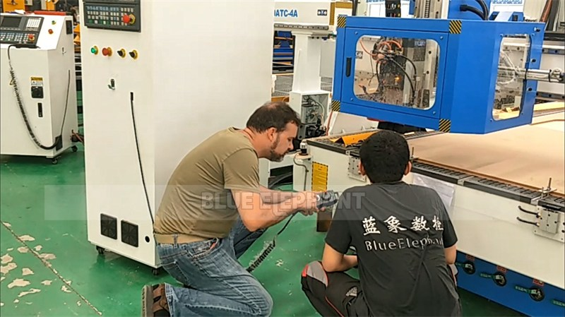 Italian customer to test Linear ATC CNC Machine and receive training (3)