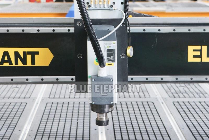 Chinesische CNC-Maschine 2040 Holzschnitzmaschinen für Holzmöbel (11)