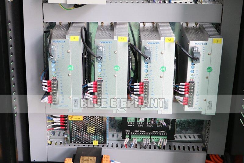 Chinesische CNC-Maschine 2040 Holzschnitzmaschinen für Holzmöbel (12)