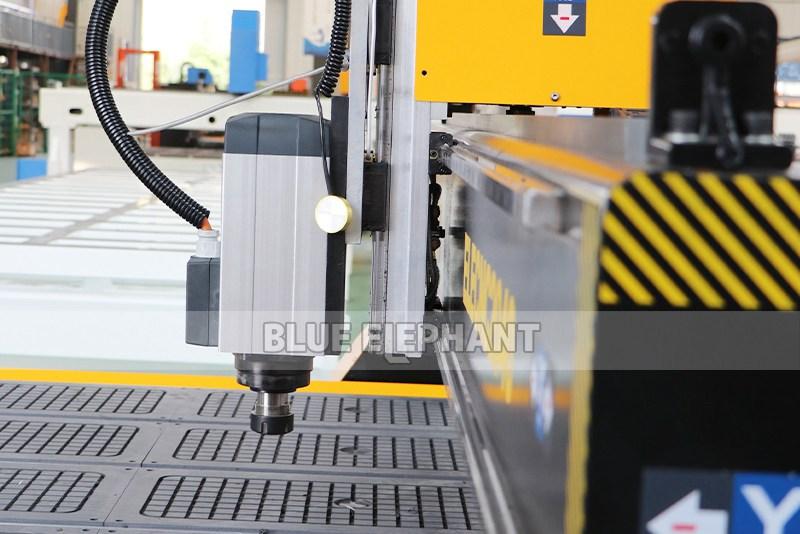 Chinesische CNC-Maschine 2040 Holzschnitzmaschinen für Holzmöbel (2)