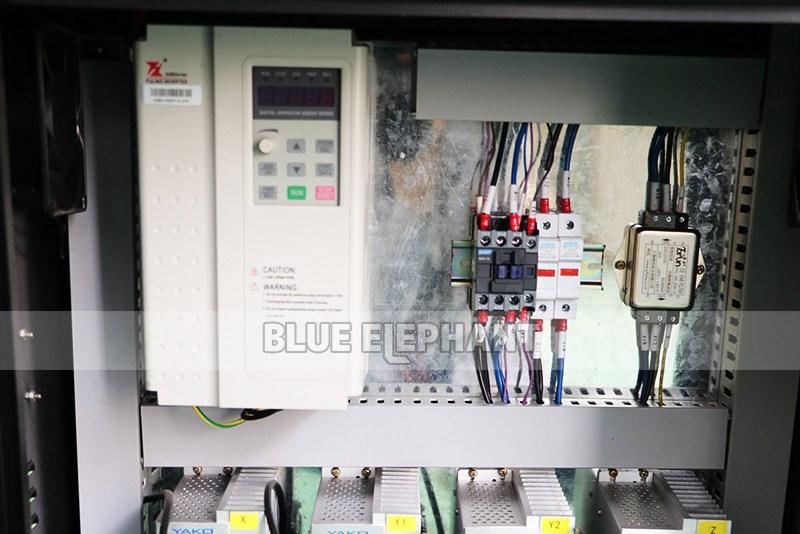 Chinesische CNC-Maschine 2040 Holzschnitzmaschinen für Holzmöbel (4)