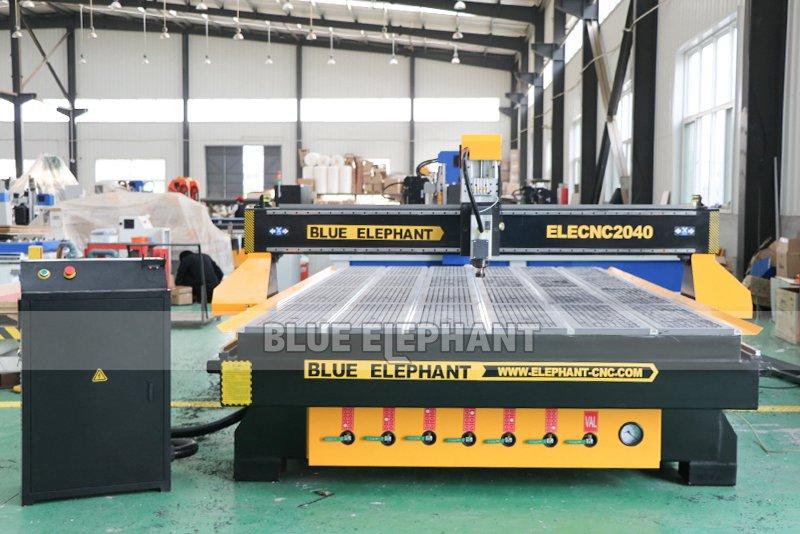 Chinesische CNC-Maschine 2040 Holzschnitzmaschinen für Holzmöbel (8)