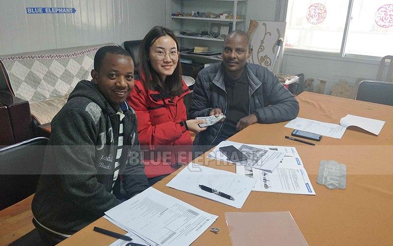 Rwanda Customer Come again!4 Axis Woodworking Machinery (1)
