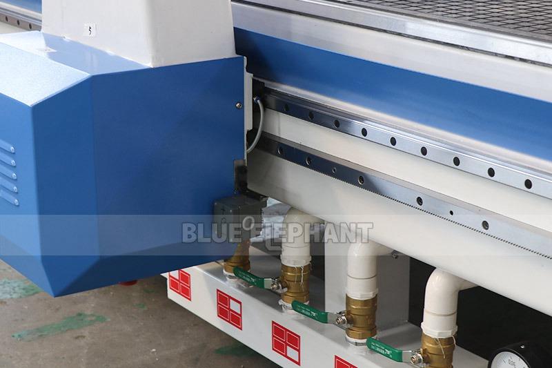 2137 Linear Atc 4 Achse CNC Holzbearbeitungsmaschine (10)