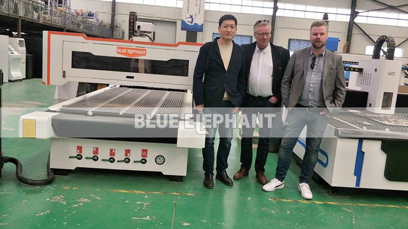 Customers from Sweden come to visit our factory, purchased our ATC machine and Cnc Oscillating Knife Cutting Machine (1)