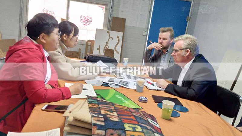 Customers from Sweden come to visit our factory, purchased our ATC machine and Cnc Oscillating Knife Cutting Machine (2)