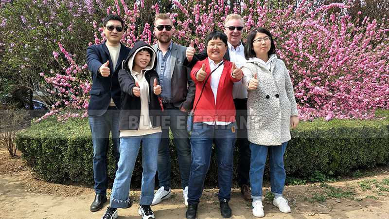 Customers from Sweden come to visit our factory, purchased our ATC machine and Cnc Oscillating Knife Cutting Machine (3)