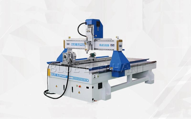 Mexikanischer Kunde besucht unsere Fabrik und kauft unsere CNC-Maschine 1325 (2)
