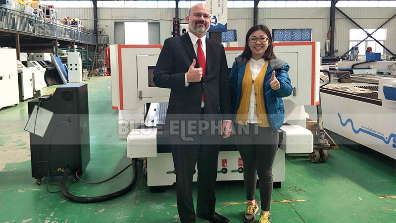 Our USA Customer Come to Visit Our Factory (1)