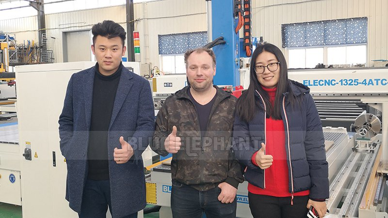 Our factory ushered in Russian customer (1)