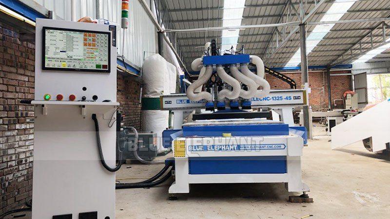 Kundendienst in China Henan, Kunde kaufte unsere vier Maschinen (1)