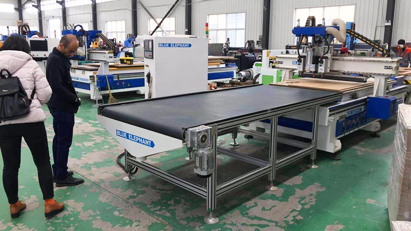 cnc router with auto loading and unloading