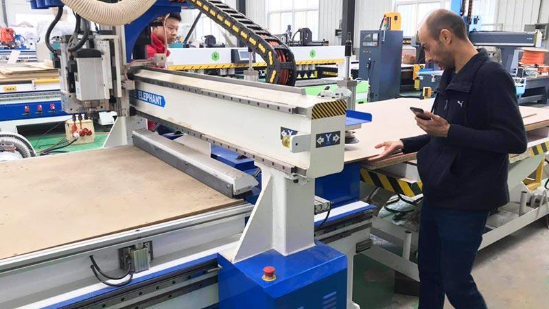 begrüßen Sie die US-Kunden, um unsere Fabrik zu besuchen
