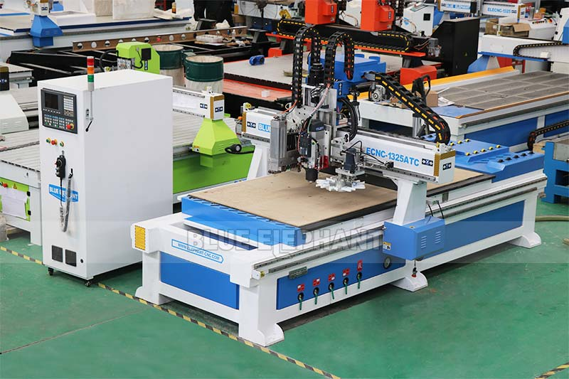 Auto Feeding Furniture Production Line with Carousel Tool Storage