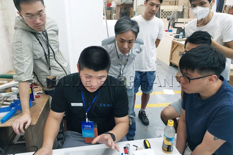 يوفر Blue Elephant دعمًا لما بعد البيع للمستخدمين في هونغ كونغ