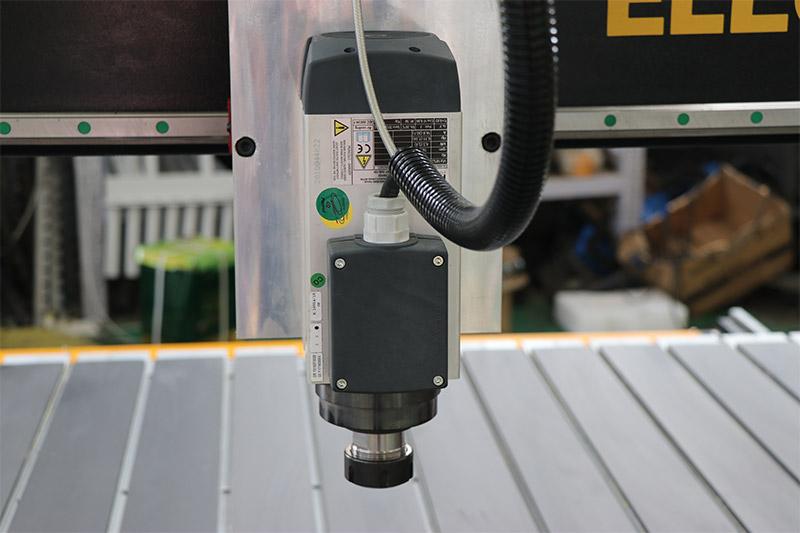 3-Achsen-CNC-Fräser VS 4-Achsen-CNC-Fräser VS 5-Achsen-CNC-Fräser