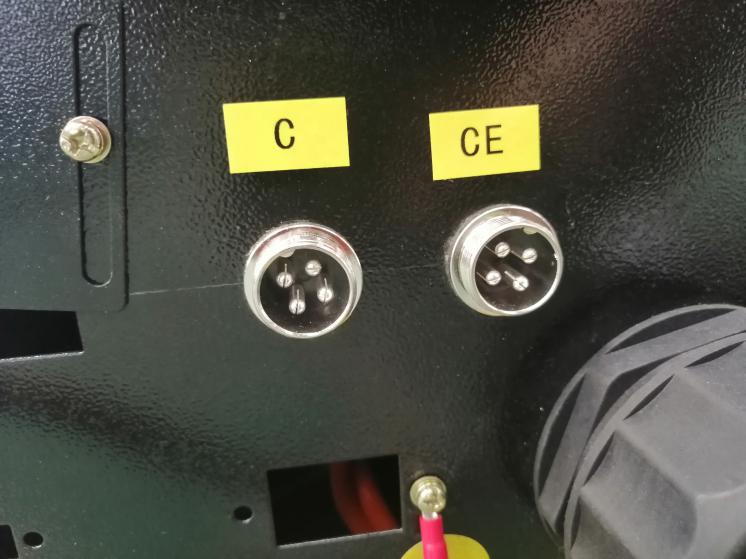 Cómo conectar un rotativo independiente a la máquina